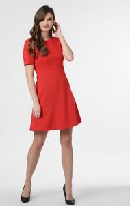 Czerwona sukienka Hugo Boss z krótkim rękawem rozkloszowana