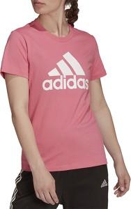 Różowa bluzka Adidas w sportowym stylu z krótkim rękawem