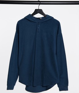 Granatowa bluza Asos w młodzieżowym stylu