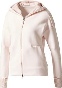 bbd89da815a338 bluza damska adidas z kapturem - stylowo i modnie z Allani