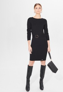Czarna sukienka Mohito w stylu casual z okrągłym dekoltem dopasowana