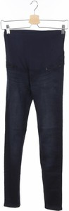 Niebieskie jeansy Irl w street stylu
