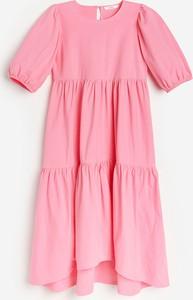 Różowa sukienka Reserved mini z okrągłym dekoltem z dzianiny