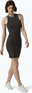Czarna sukienka Review dopasowana w stylu casual z okrągłym dekoltem