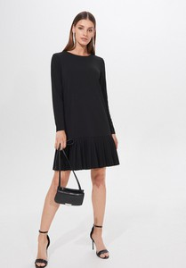 Czarna sukienka Mohito trapezowa z długim rękawem