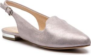 Sandały Caprice ze skóry z płaską podeszwą