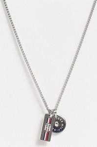 Tommy Hilfiger – Naszyjnik z łańcuszkiem w kolorze srebrnym z prostokątnymi ogniwami i z zawieszkami
