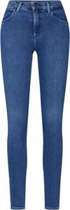Niebieskie jeansy Wrangler w street stylu z jeansu