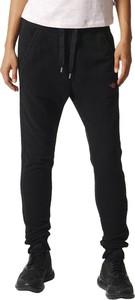 Spodnie sportowe Adidas w młodzieżowym stylu