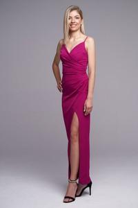Różowa sukienka Ella Boutique z dekoltem w kształcie litery v maxi