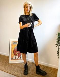 Czarna sukienka Urban Threads koszulowa