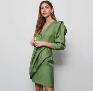 Zielona sukienka Reserved kopertowa z dekoltem w kształcie litery v