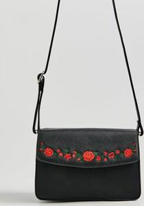 Czarna torebka Sinsay średnia w stylu boho