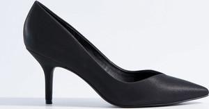 Czarne szpilki Mohito ze spiczastym noskiem w stylu klasycznym na wysokim obcasie