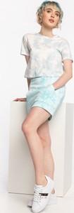 Sukienka Guess z krótkim rękawem mini z okrągłym dekoltem
