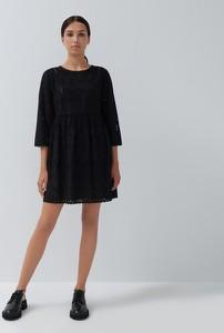 Czarna sukienka House z długim rękawem z okrągłym dekoltem