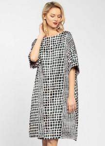 Sukienka Apart oversize z długim rękawem