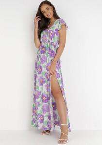 Fioletowa sukienka born2be z dekoltem w kształcie litery v z krótkim rękawem trapezowa