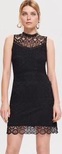 Czarna sukienka Reserved dopasowana z okrągłym dekoltem