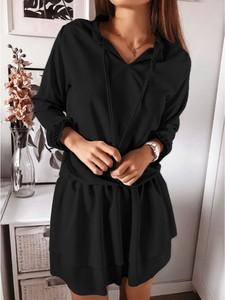 Czarna sukienka magmac.pl rozkloszowana z bawełny z długim rękawem