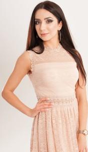 Różowa sukienka Butik Ecru bez rękawów