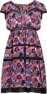 Sukienka Silvian Heach z krótkim rękawem rozkloszowana w stylu casual