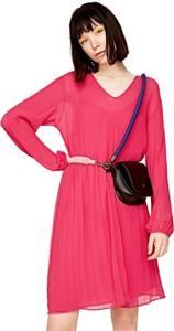 Różowa sukienka Pepe Jeans z długim rękawem rozkloszowana w street stylu