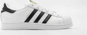 Trampki Adidas Originals z płaską podeszwą w sportowym stylu sznurowane