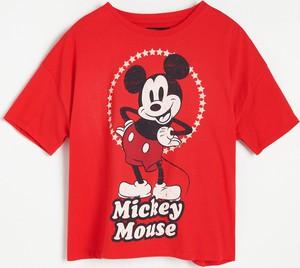 T-shirt Reserved w młodzieżowym stylu z okrągłym dekoltem