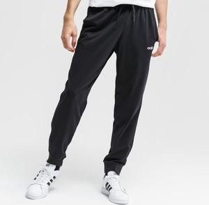 Czarne spodnie sportowe Adidas w sportowym stylu