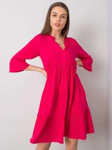 Różowa sukienka Sheandher.pl z dekoltem w kształcie litery v w stylu casual z długim rękawem