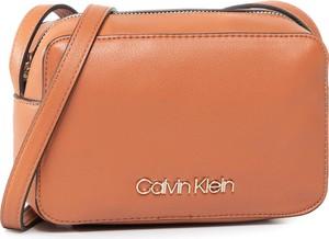 Torebka Calvin Klein na ramię matowa w stylu casual