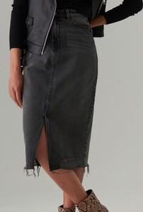 Czarna spódnica Mohito w street stylu z jeansu
