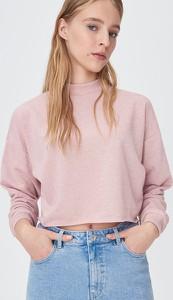 Różowa bluza Sinsay w młodzieżowym stylu