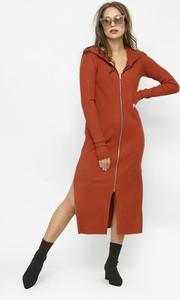 Czerwona sukienka Freeshion w stylu casual z dzianiny