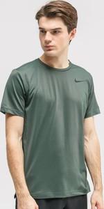 Zielony t-shirt Nike w sportowym stylu