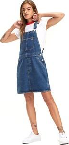 Niebieska sukienka Tommy Jeans trapezowa z dekoltem w karo na ramiączkach