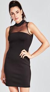 Czarna sukienka Guess dopasowana
