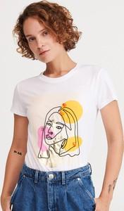 T-shirt Reserved z nadrukiem w młodzieżowym stylu z krótkim rękawem