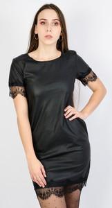 Czarna sukienka Olika z krótkim rękawem z okrągłym dekoltem