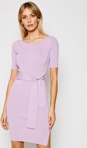 Sukienka Guess z okrągłym dekoltem mini w stylu casual