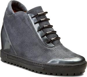 Sneakersy Eksbut ze skóry na koturnie sznurowane