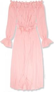 Różowa sukienka VaE z okrągłym dekoltem