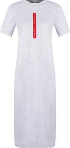 Sukienka Tommy Jeans midi z okrągłym dekoltem z krótkim rękawem
