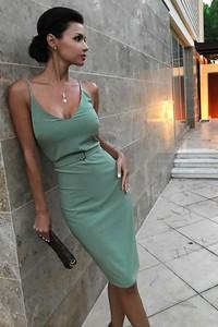 Zielona sukienka Ivet.pl z dekoltem w kształcie litery v