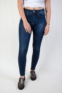 Jeansy Olika z jeansu w street stylu