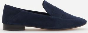 Granatowe półbuty Reserved z płaską podeszwą z zamszu w stylu casual
