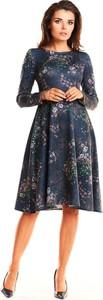 Sukienka Awama midi z dzianiny z okrągłym dekoltem