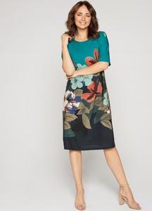 Sukienka Bialcon trapezowa z okrągłym dekoltem z długim rękawem