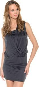 Sukienka Pepe Jeans kopertowa w młodzieżowym stylu bez rękawów